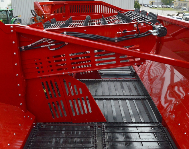 Beet cart boom fold